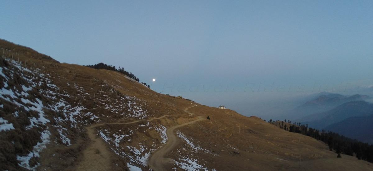 Morning-at-Prashar-lake